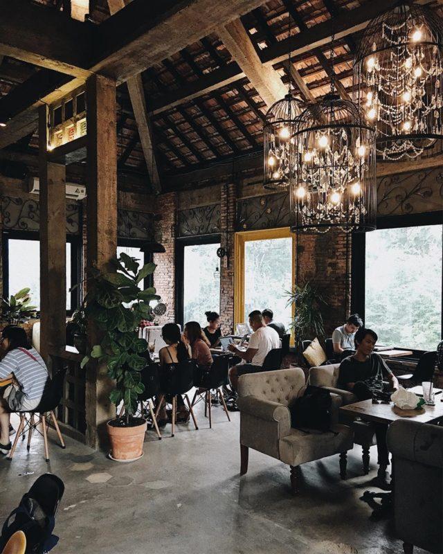 Trang trí quán trà sữa theo phong cách retro